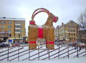 800px-Gavle_christmas_billy_goat