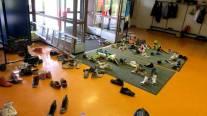 kengat-koulun-lattialla