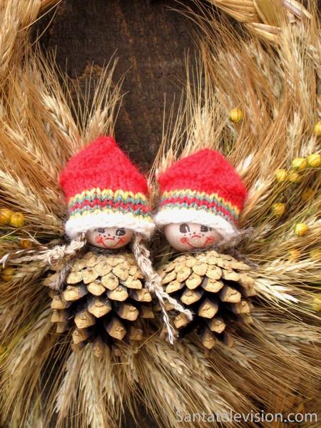 perinteinen-joulukoriste-turun-vanhan-suurtorin-joulumarkkinoilla-450x600