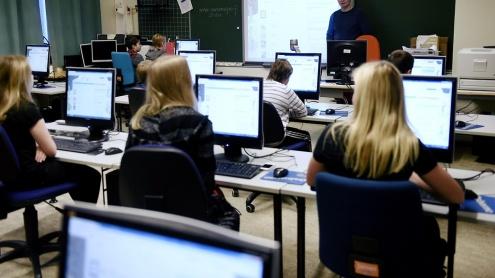 koulu-oppilaat-oppilas-atk-opetus-koululainen-opiskelija-ala-aste-tietokone