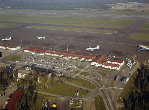 800px-Helsinki_Airport_from_air_in_the_1960s