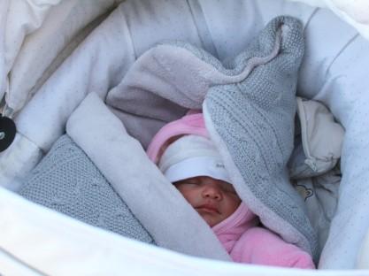 vauva ulkona