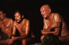 Kekkonen (jobbra) szaunában