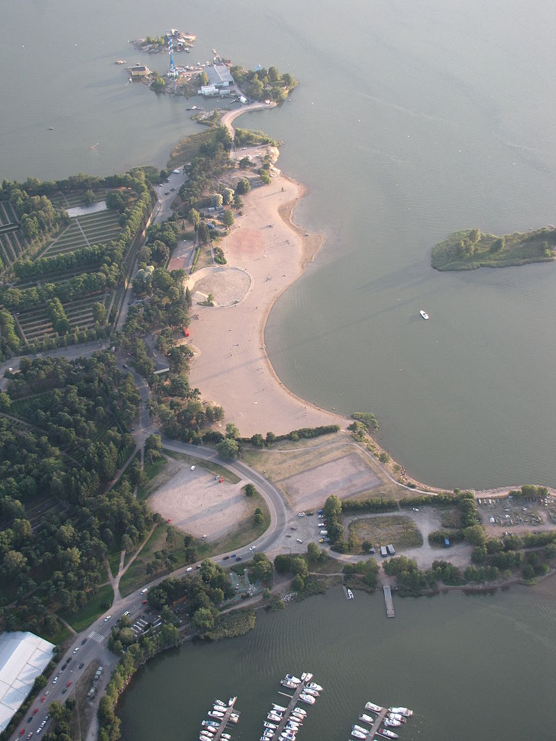 800px-Hietaniemi_beach_from_air